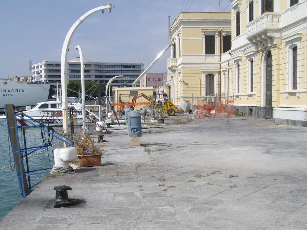 Porto di Catania: Nuove Bitte installate sul praticabile della banchina prospiciente l'edificio della Capitaneria