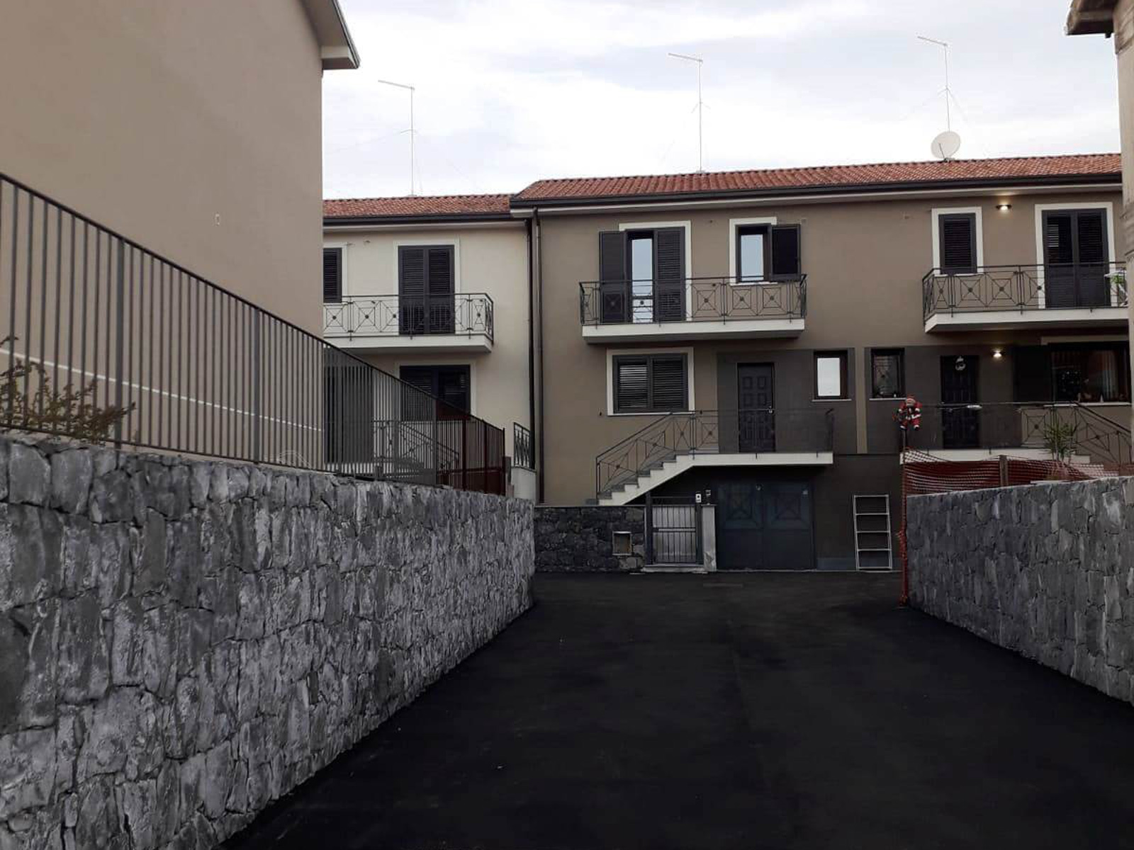 Villette con isolamento termico a cappotto e tetto ventilato